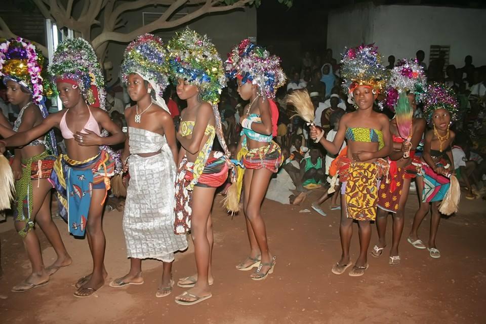 spectacle d'enfants au Burkina
